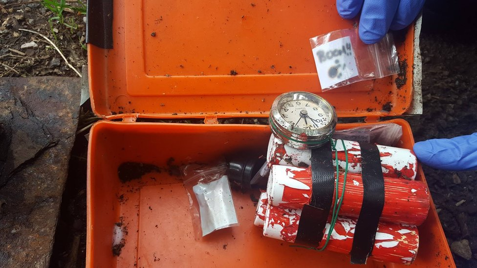 Fake bomb and 'boom' note found in box on Paignton path