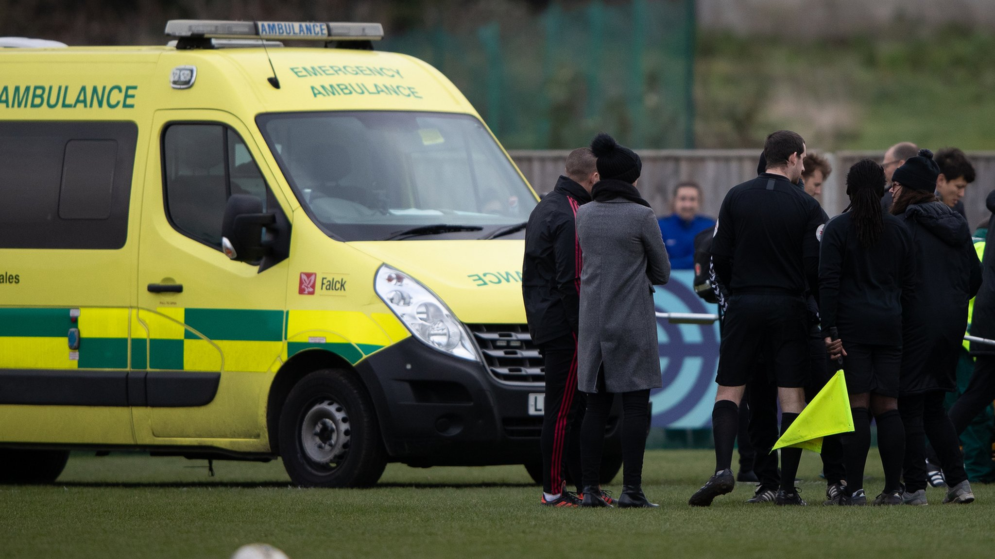 Charlotte Kerr: Charlton v Man Utd Women abandoned over lack of oxygen for injuries