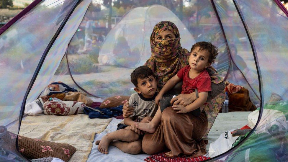 Cientos de miles de afganos han sido desplazados por los recientes combates.