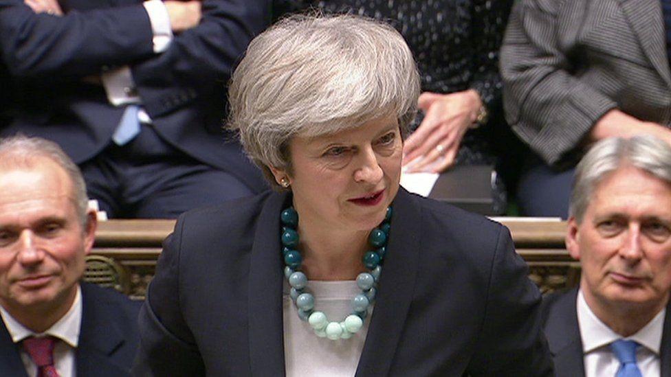 رئيسة الوزراء تيريزا ماي تلقي بيانها أمام المجلس