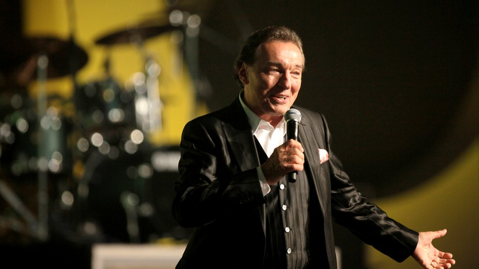 BBC News - Karel Gott: Czech singer dubbed 'Sinatra of the East' dies