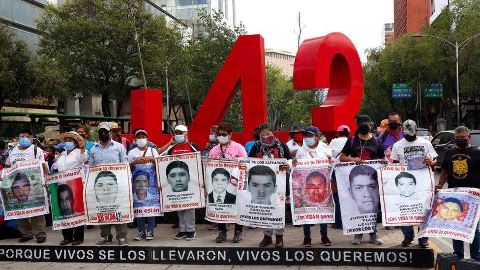 Manifestacion por los 43 de Ayotzinapa