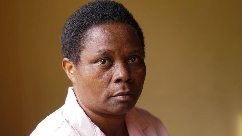 Martha Mukamushinzimana dice que sólo estaba siguiendo órdenes.
