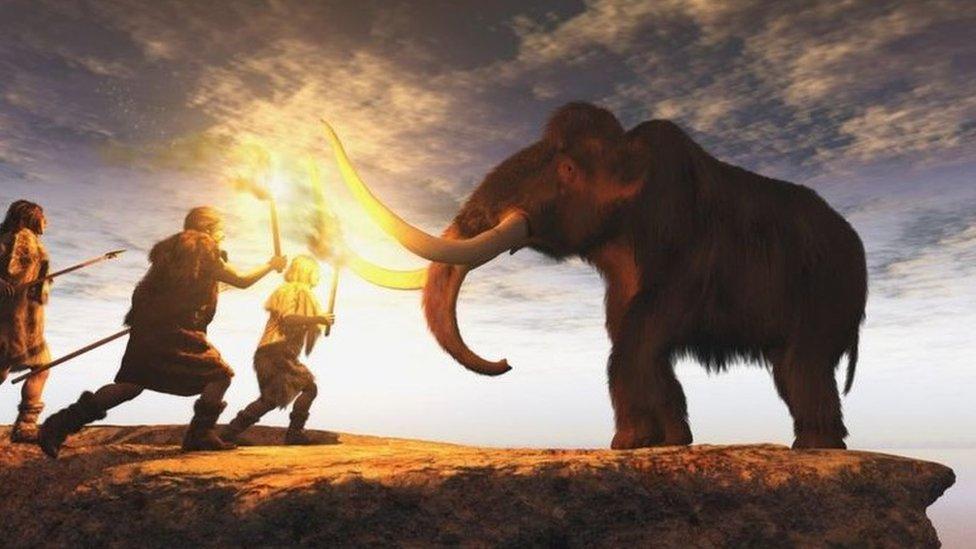 Neandertales cazando un mamut