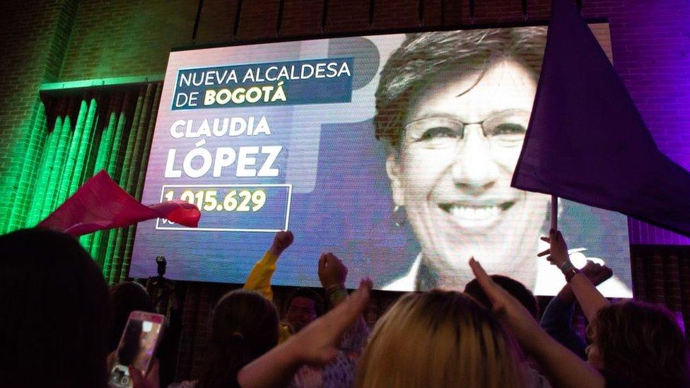 Seguidores de Claudia López celebrando