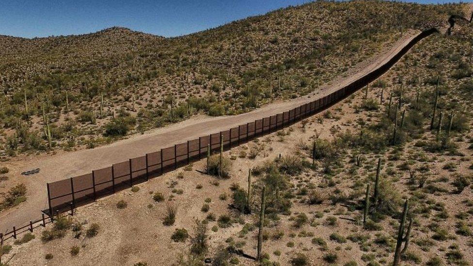 Reja metálica en la frontera entre Sonora y Arizona (marzo de 2017)
