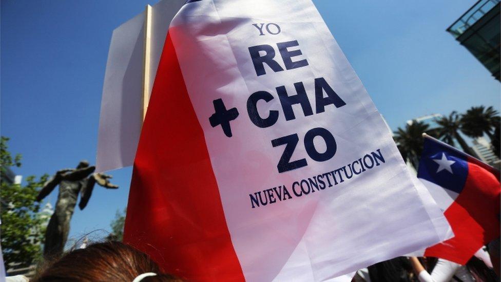 Bandera de rechazo a la nueva Constitución