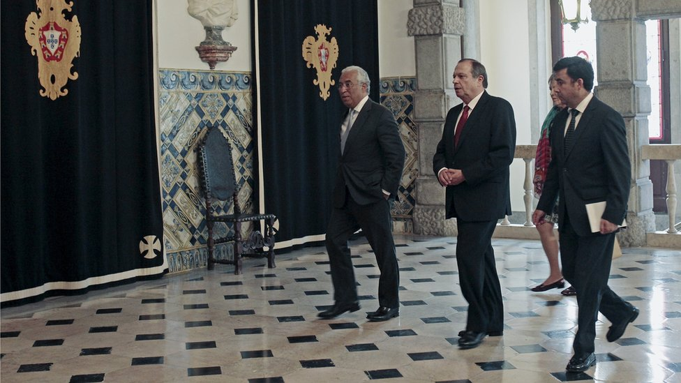 Antonio Costa (C), leader of the opposition Socialist party (PS), arrives for a meeting with the president in Lisbon, Portugal (October 20, 2015)
