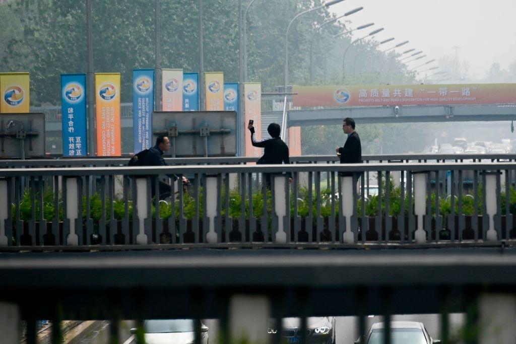 北京街頭隨處可見「一帶一路」論壇的廣告。