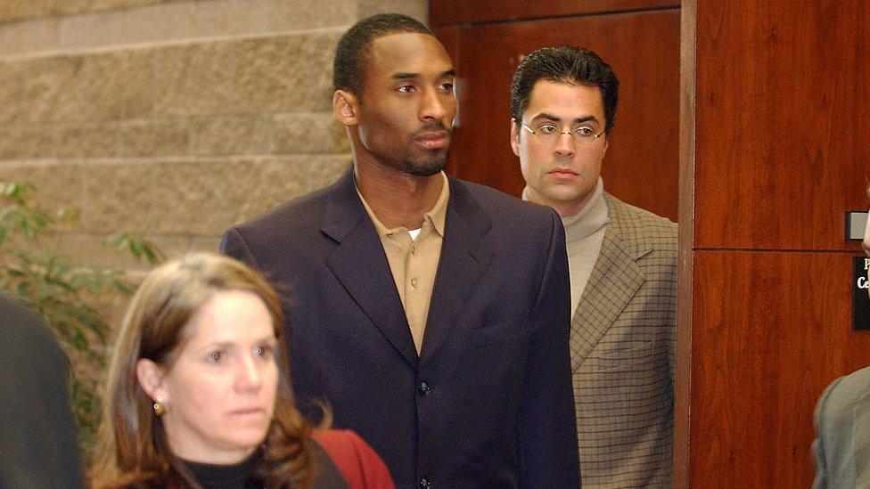 Médicos forenses identifican restos de Kobe Bryant