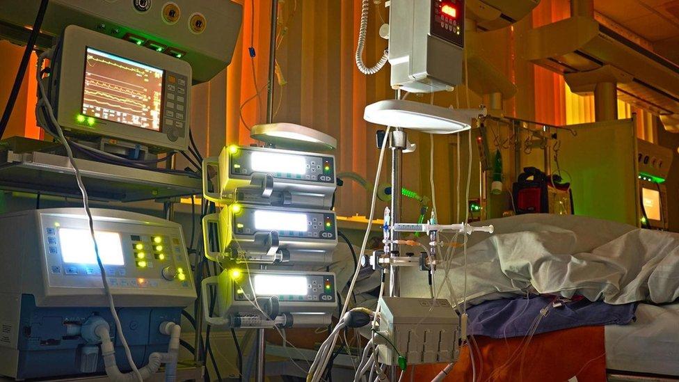 الأضواء الاصطناعية في المستشفيات قد تمنع المرضى من النوم وتؤثر على سرعة التئام الجروح