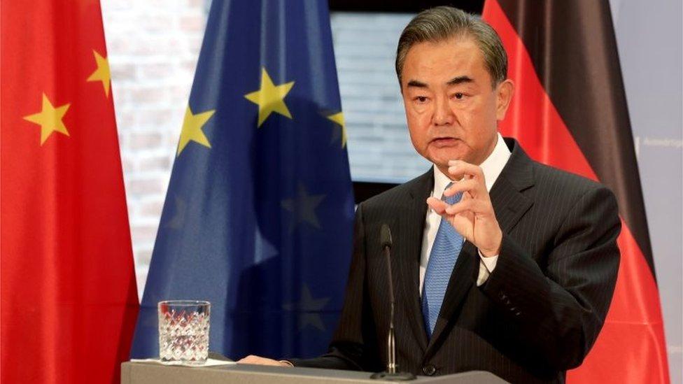 王毅警告捷克參議長訪問台灣會有代價。