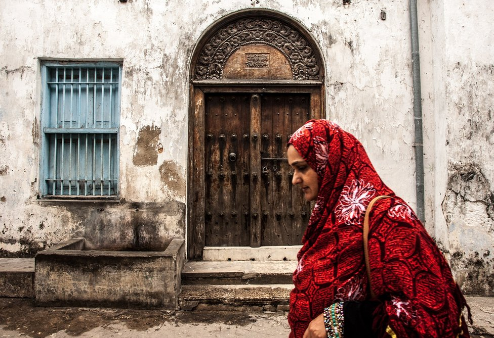 A traditional Zanzibar doorway