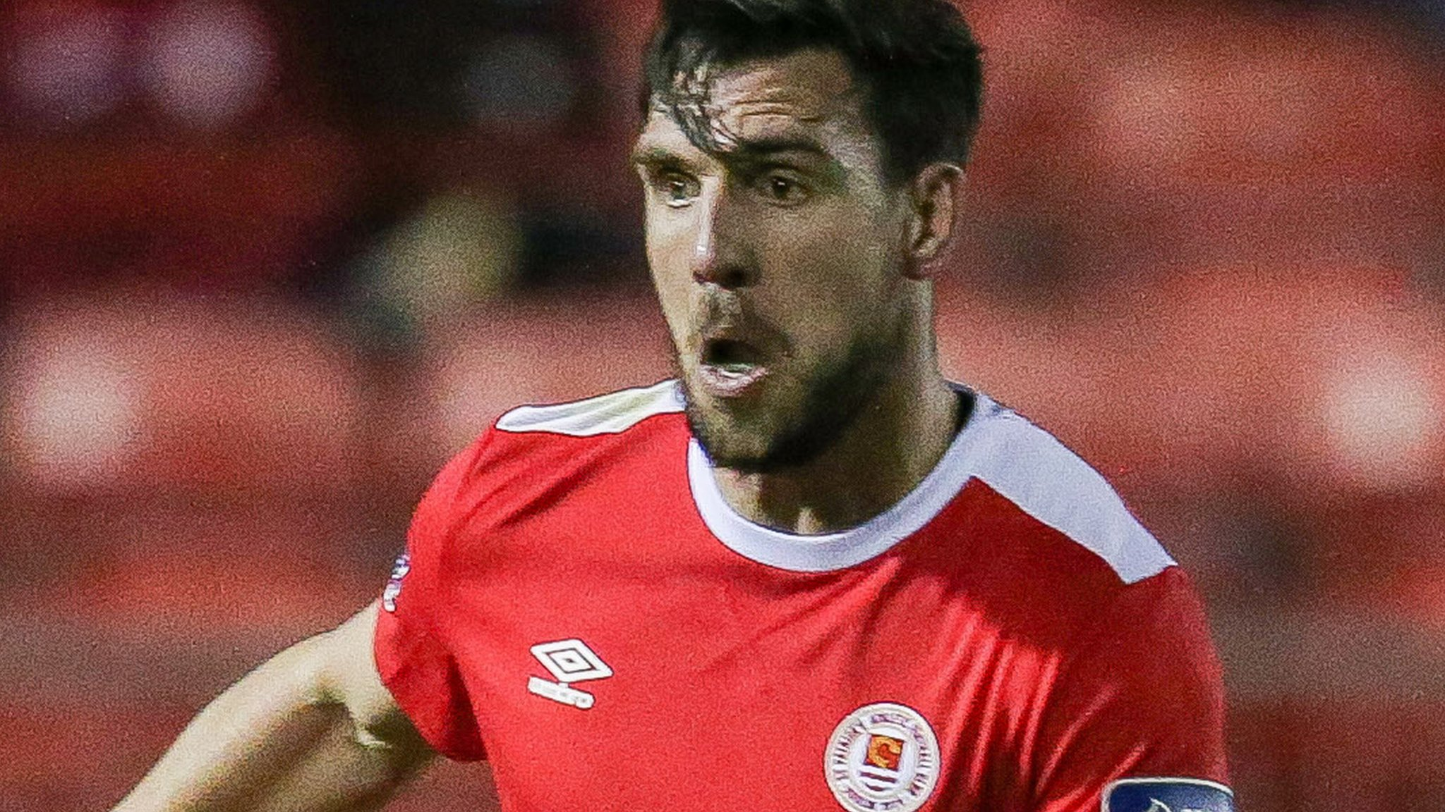 Gavin Peers: Glentoran sign former Sligo Rovers and Derry City defender