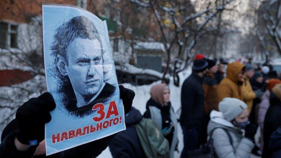 Навальный взят под стражу на 30 суток. Суд проходил прямо в отделе полиции