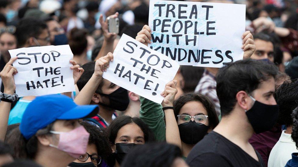 تظاهرة في مدينة لندن بكندا للتنديد بمقتل أربعة مسلمين دهسا بشاحنة