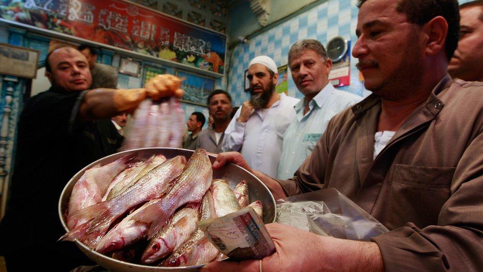 """بائع سمك مملح """"فسيخ"""""""