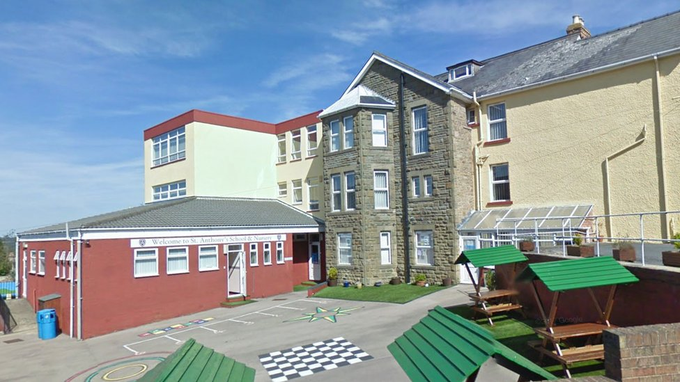 Free school to close as funding withdrawn