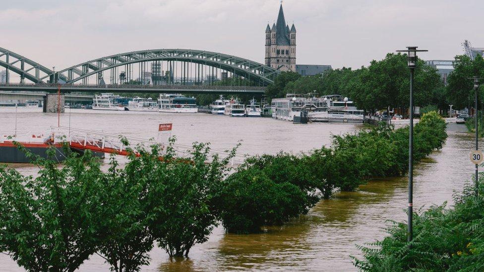 نهر الراين في مدينة كولونيا الألمانية
