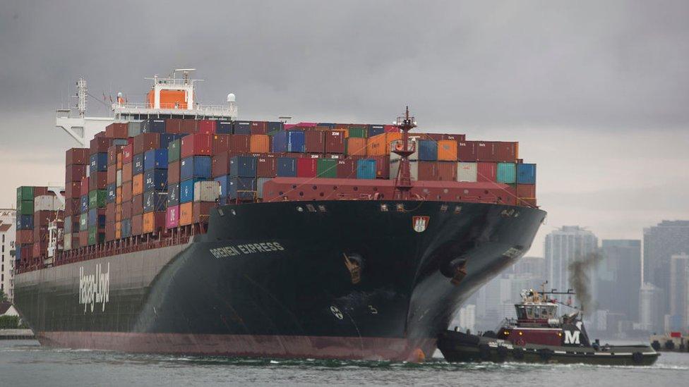 Un barco de China entra en el puerto de Miami