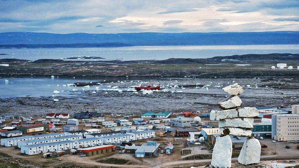 Inukshuk sobre Iqaluit