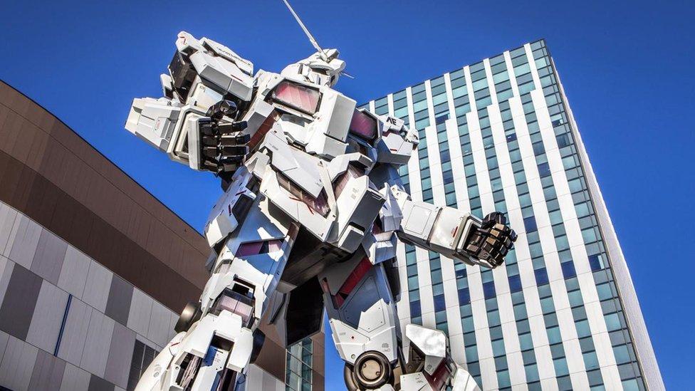 Tokyo'nun Odaiba ilçesindeki dev bir Gundam robotu