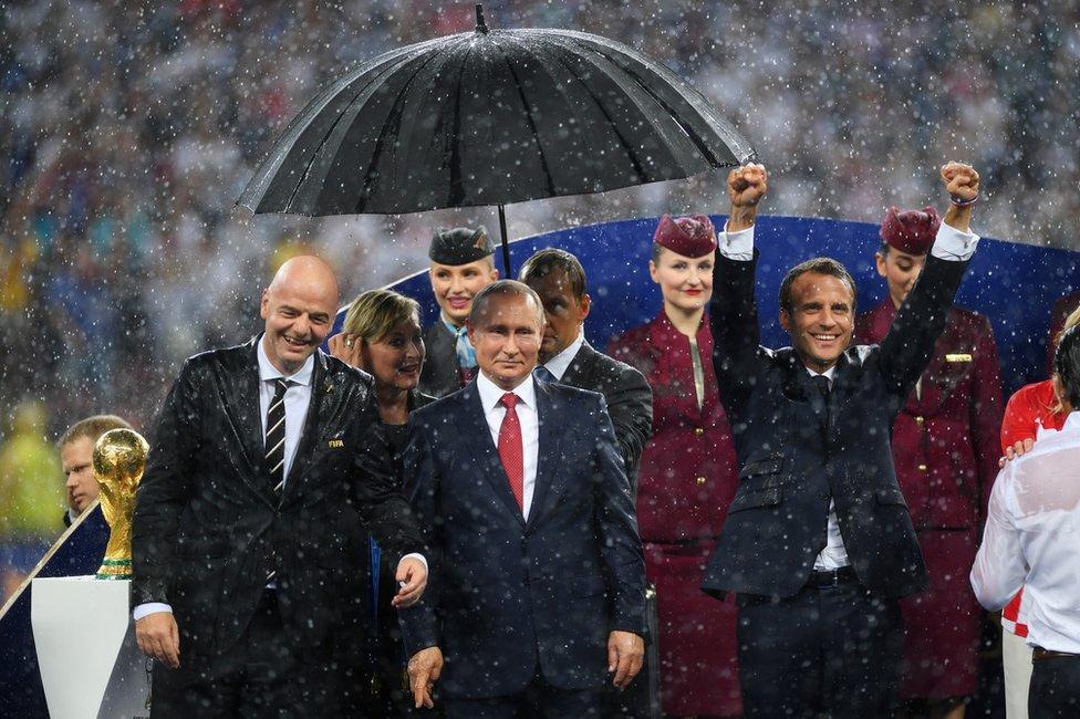 Macron celebra la victoria de Francia en el Mundial.
