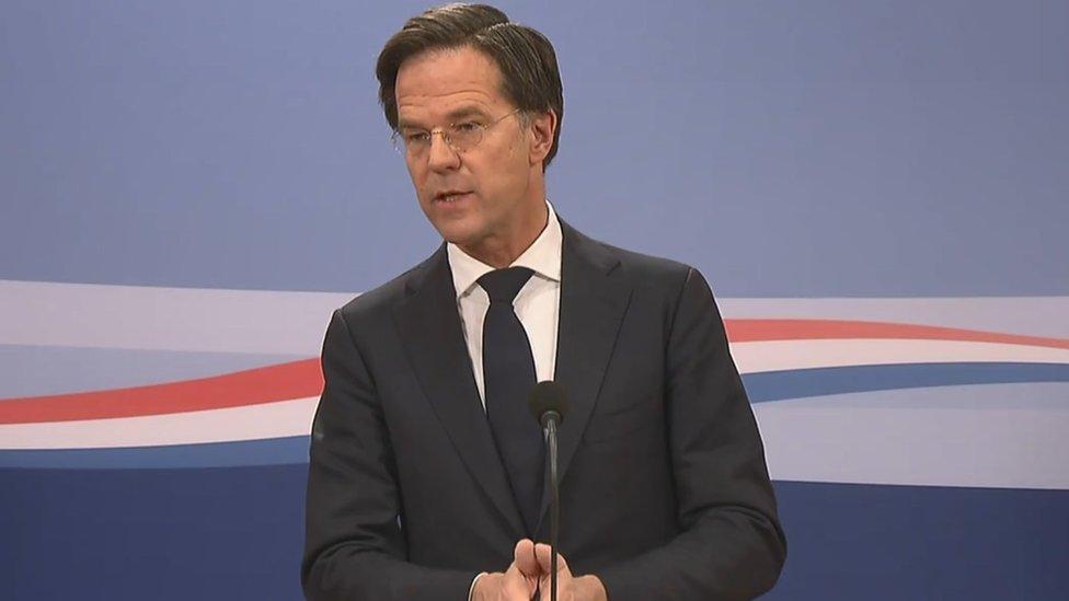 Иммигрантов в Нидерландах незаконно лишали детских пособий. Правительство подало в отставку