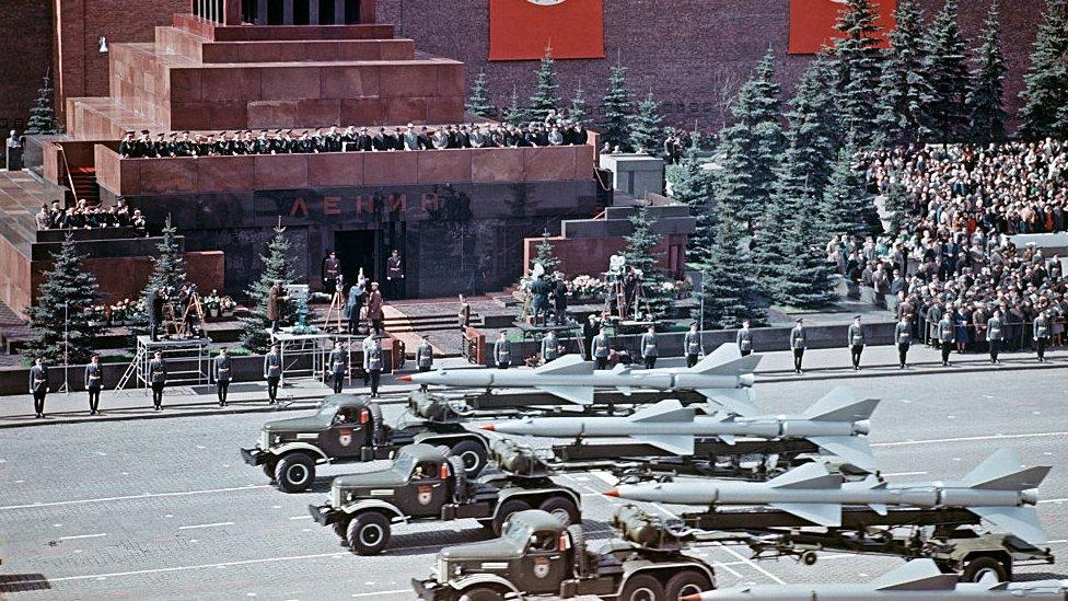 北約的主要目的是遏制蘇聯。