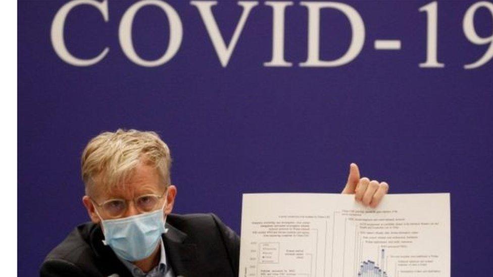 رجل من منظمة الصحة العالمية