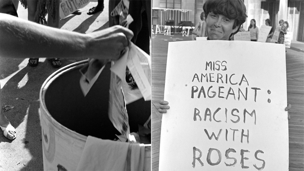 Mujeres arrojan objetos en el Basurero de la Libertad y una mujer con una pancarta protestando contra el concurso Miss América