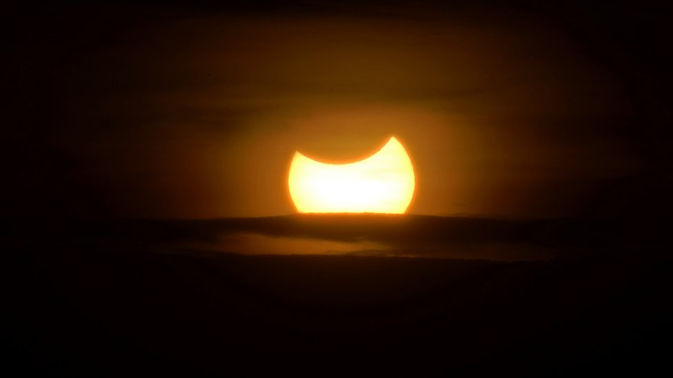 Eclipse híbrido