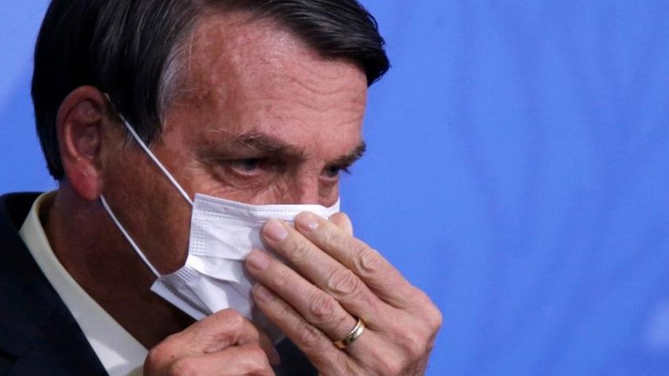 Bolsonaro em guerra: Trump derrotado, denúncia contra Flávio, vacina e outras nuvens que pairam sobre Bolsonaro