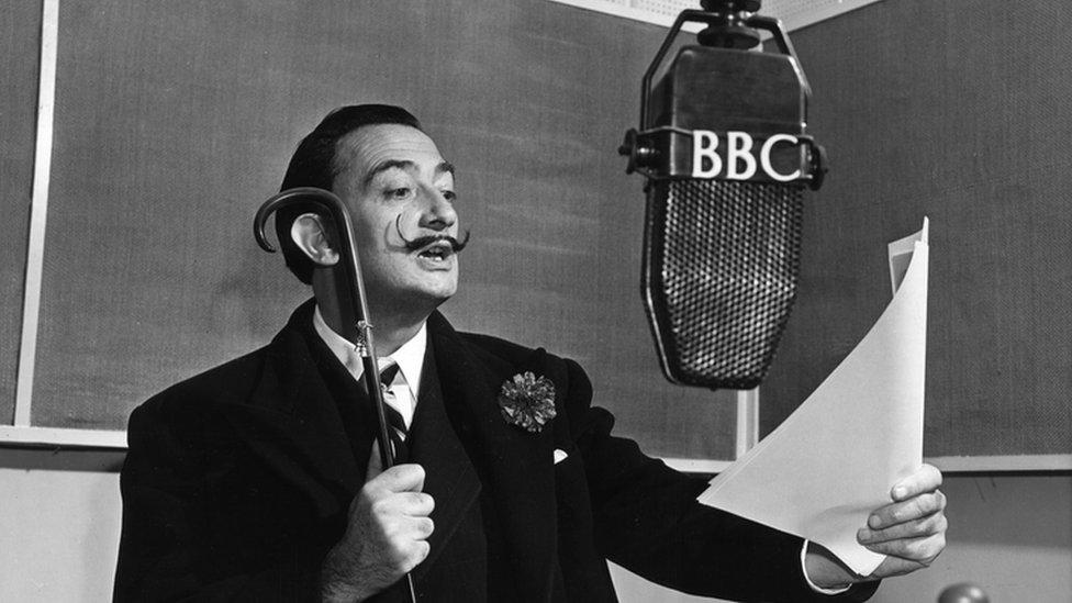 Salvador Dalí en un programa de la BBC en 1951.