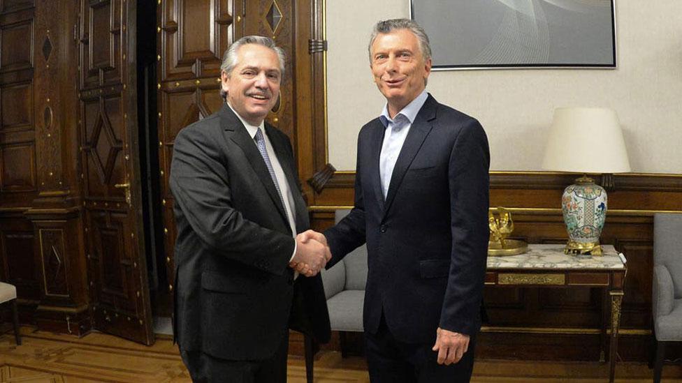 El encuentro de Alberto Fernández y Mauricio Macri en la Casa Rosada el día después de las elecciones.