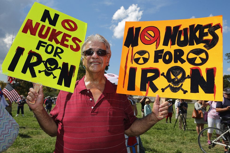 Manifestante en contra del acuerdo nuclear con Irán.