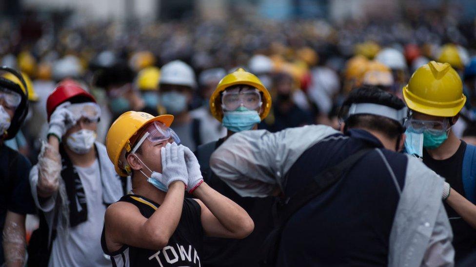 示威者在這場運動中彼此以「手足」相稱,表示如兄弟般親密。