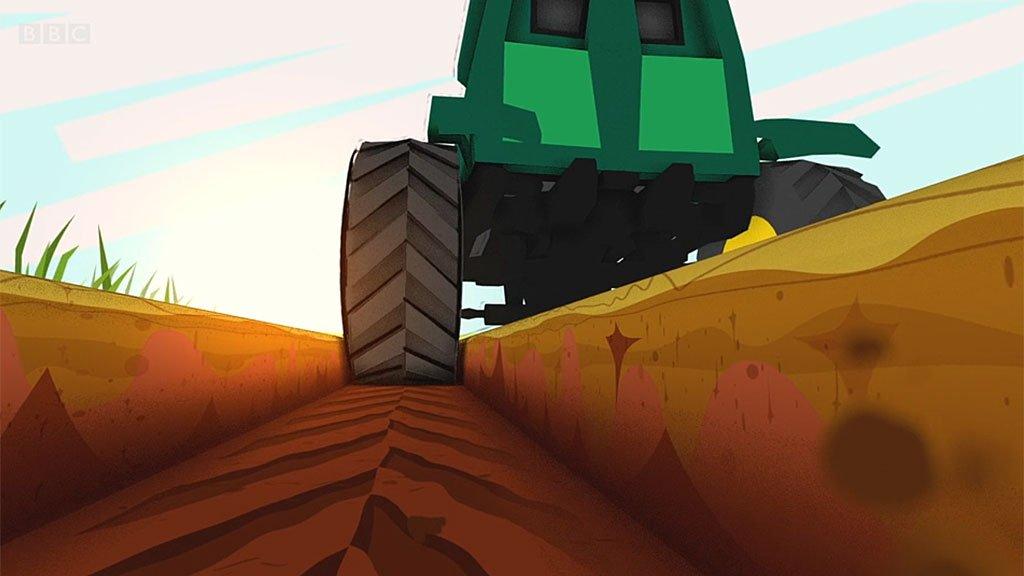 Tractor haciendo un surco en la tierra
