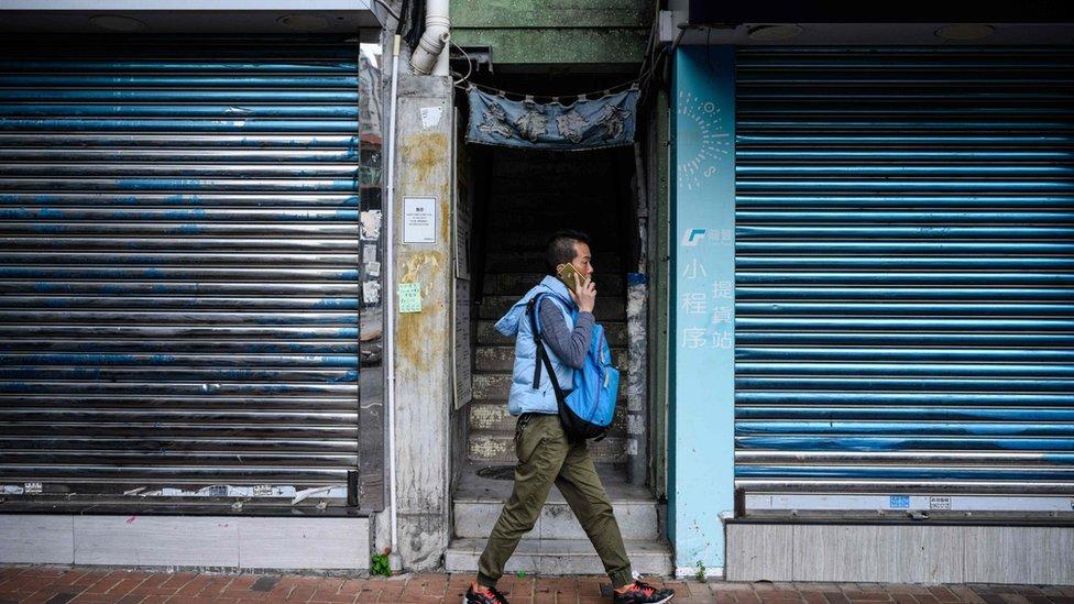 一些飲食業商會認為,香港將會出現餐廳倒閉潮,許多工人會失去工作。