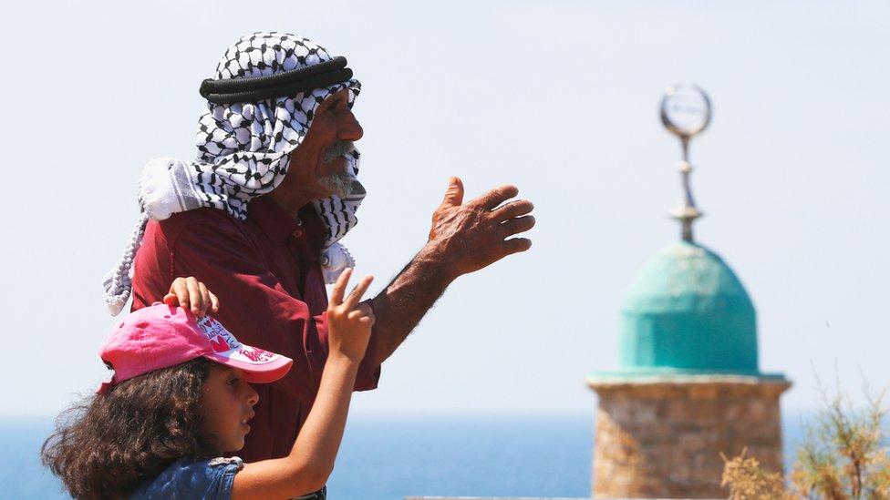 فلسطينيان في العيد