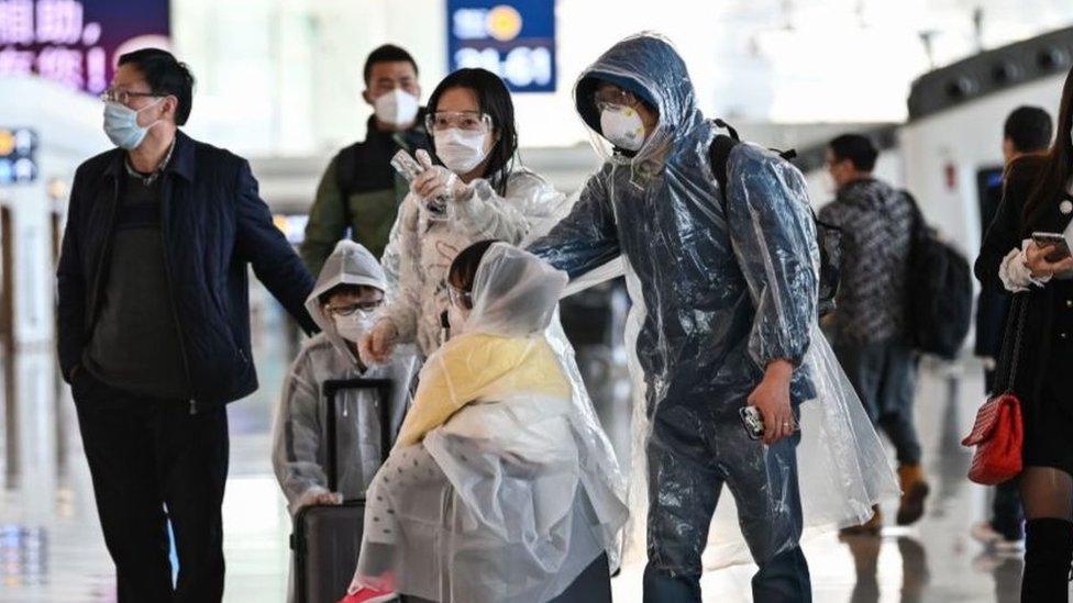 Apenas se abrieron las fronteras este miércoles 8 de abril, muchos se apresuraron en salir de Wuhan, la ciudad donde comenzó el brote.