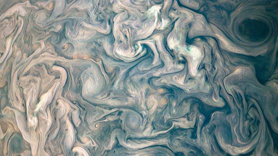 Nubes turbulentas en Júpiter