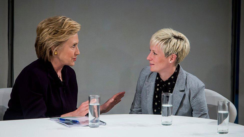 Megan Rapinoe y Hillary Clinton