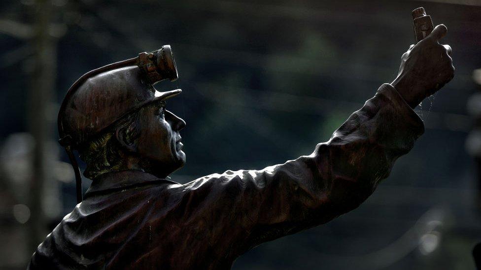 Estatua de un minero en Madison, Virginia Occidental