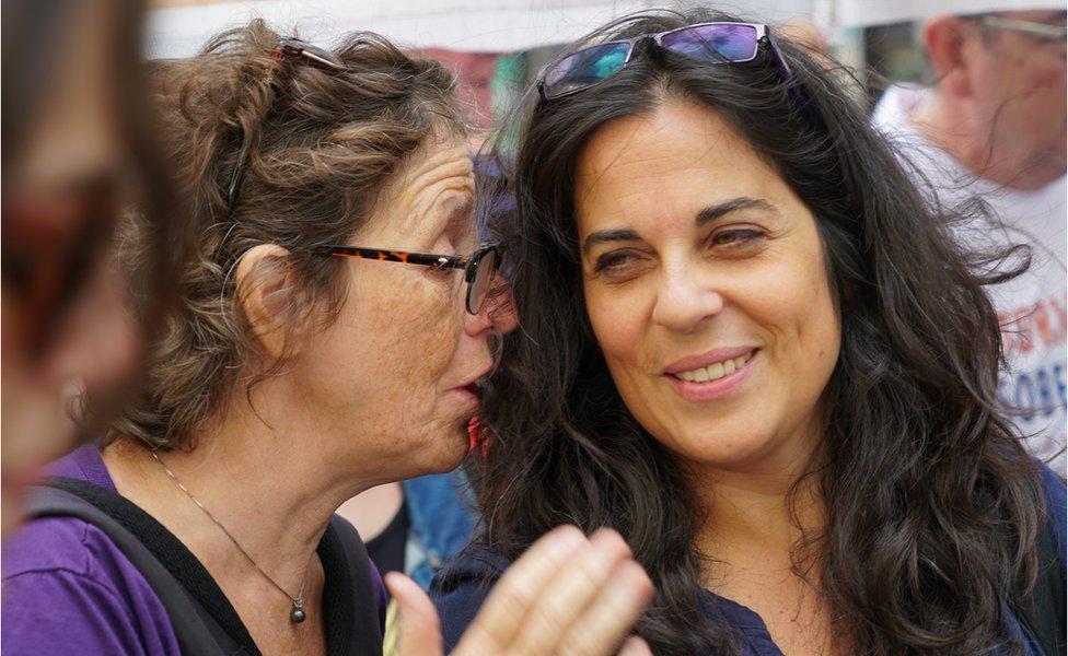 Liliana Furió y Analía Kalinec en la Marcha del día de la memoria, 2019