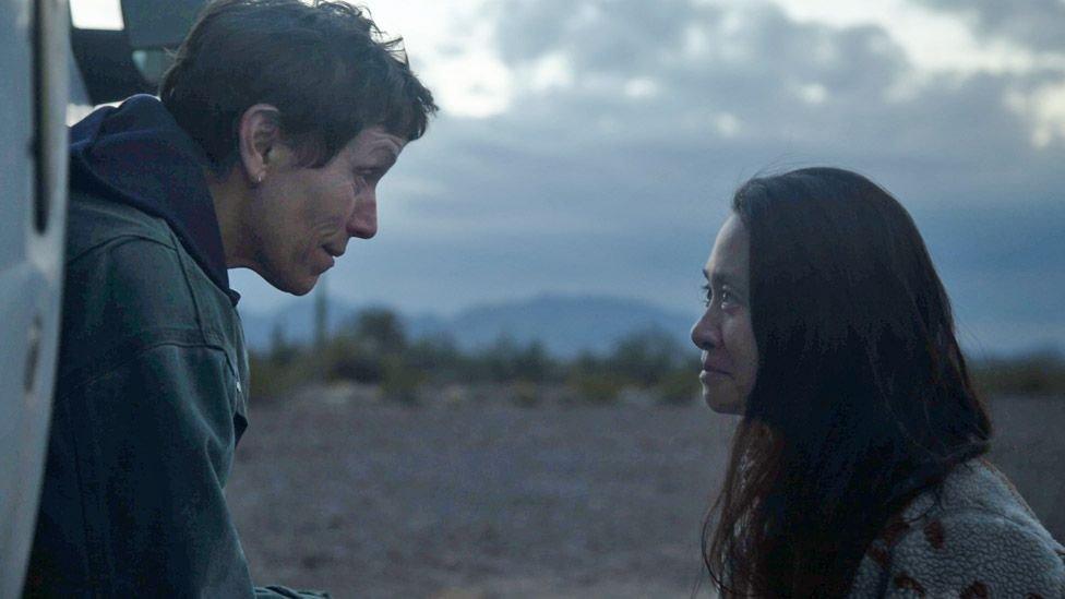 Frances McDormand ve Chloe Zhao, Nomadland'ın çekimlerinde