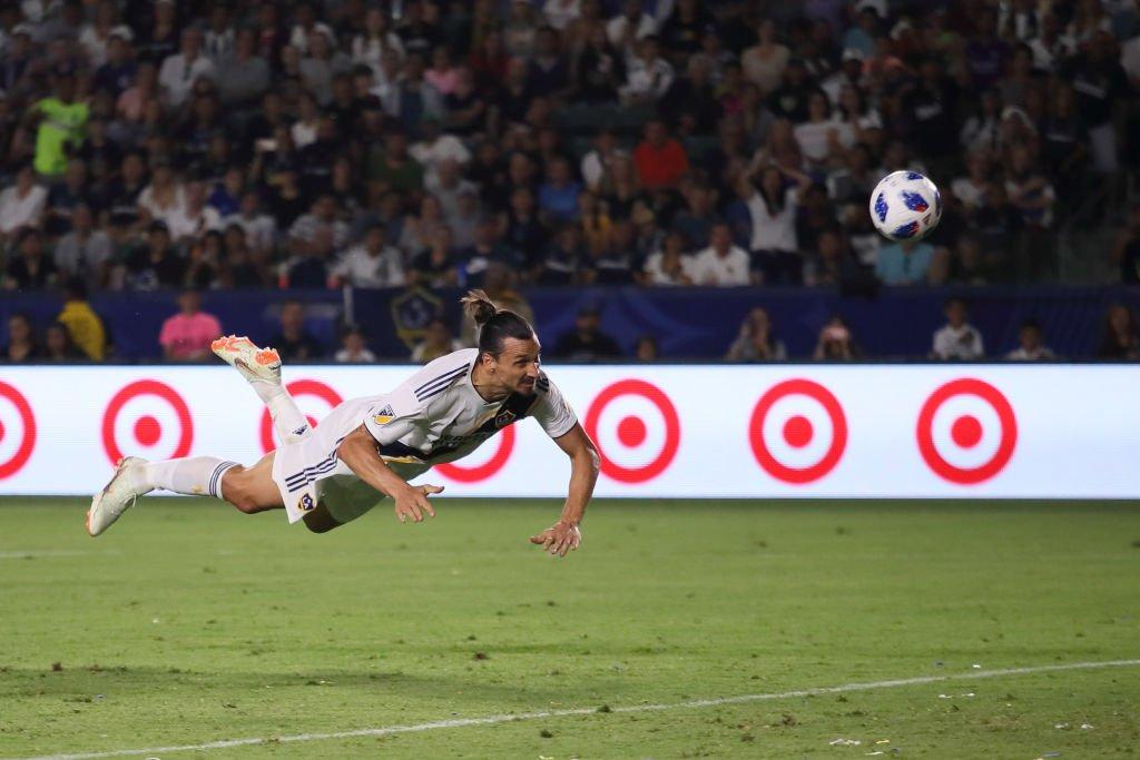 Ibrahimovic anota el gol del empate transitorio a tres goles frente a Orlando City.