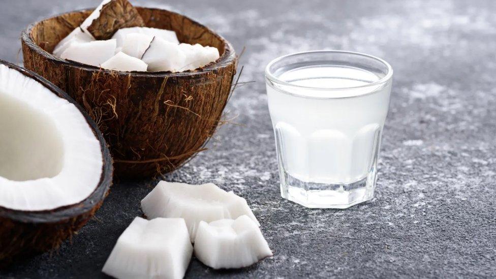 Kokosova voda sadrži osnovne minerale i oligoelemente koje telo može da izgubi tokom znojenja