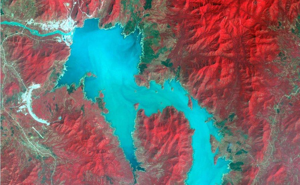 صورة التقطتها الأقمار الاصطناعية في نوفمبر/تشرين الثاني الماضي لبحيرة خزن المياه التي تشكلت خلف سد النهضة الأثيوبي