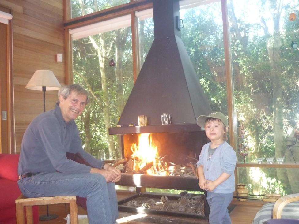 Rodrigo Arocena, quien en esta foto se le ve con su nieto Santiago
